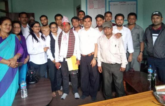 कृषि प्रसार अधिकृत श्री रामचन्द्र गौतम सरलाई बिदाई गर्दै